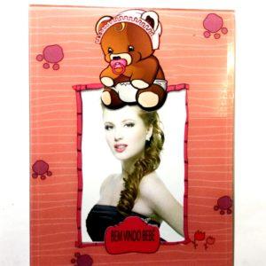 фоторамка украшена изображением милого медведика