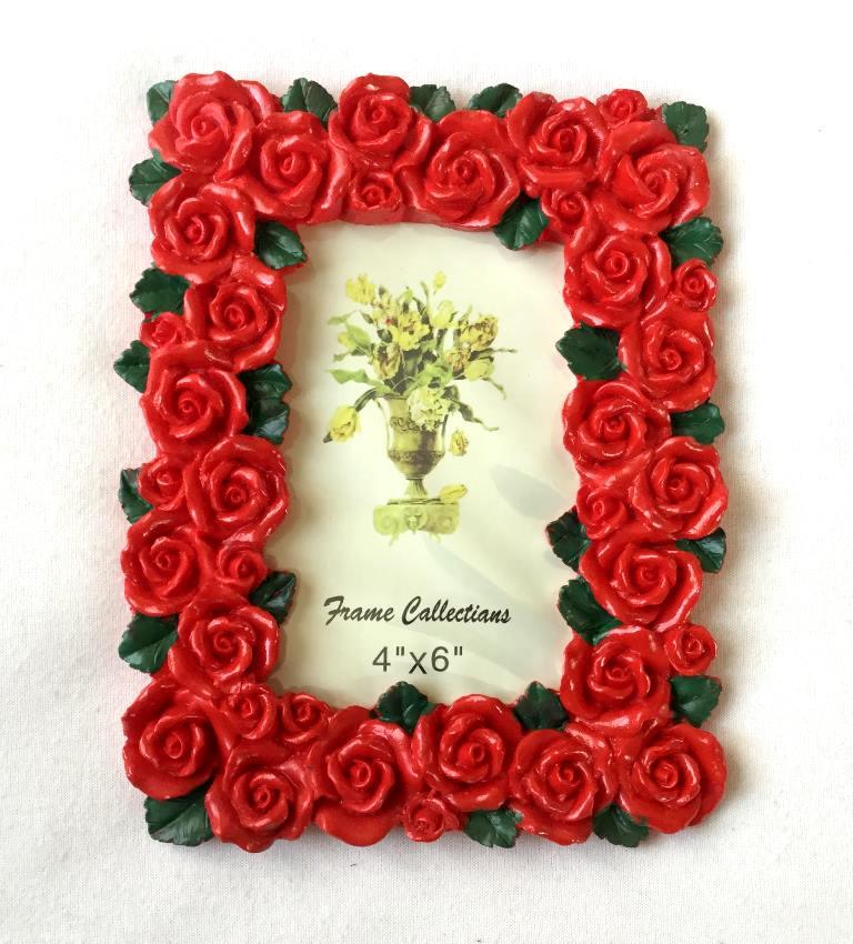 рамка из красных роз для фотографий